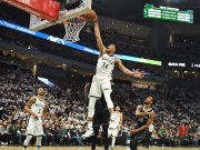 Giannis fliegt von der Freiwurflinie - Bucks gnadenlos, Pistons chancenlos