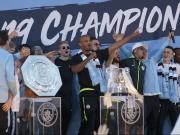 Wie Manchester City das historische Triple feiert