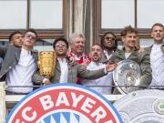 Liebesbekundungen und Abschiede: Die Bayern feiern