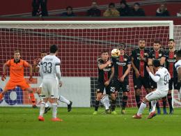 Aus in der Zwischenrunde: Suleymanovs Freistoß trifft Bayer ins Mark