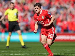 Wales bringt James' Debüt-Tor über die Zeit