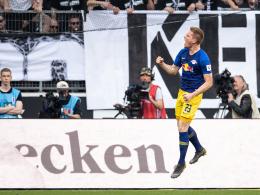 Bilder: Halstenberg-Sprung, Klatsche für Schalke