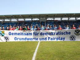 CFC verschenkt Aktionsshirts - DFB-Vize Koch vor Ort