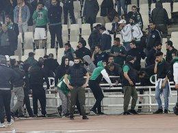 Tränengas in Athen: DFB-Schiri Fritz bricht Derby ab