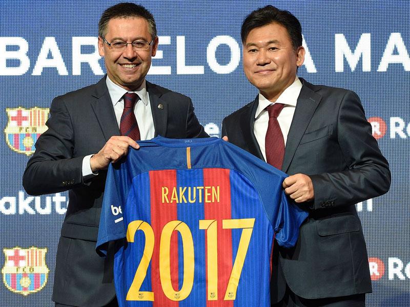 bbc021c3fa8a2c Auf gute Partnerschaft  Barcelonas Präsident Josep Bartomeu und  Rakuten-Firmenchef Hiroshi Mikitani.