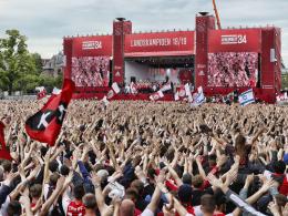 Ajax feiert den Titel mit über 100.000 Fans
