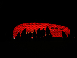 Bilder: Lichtspiele, Löw und Bayern-Knockout