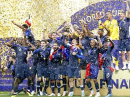Frankreichs Fußballer triumphieren vor Mercedes & Co.