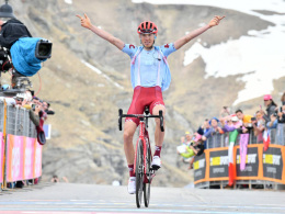 Russe Sakarin gewinnt erste Bergankunft