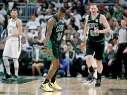 Celtics überrollen Bucks - Warriors mit viel Dusel
