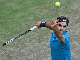 Federer erreicht mit Mühe das Halle-Halbfinale